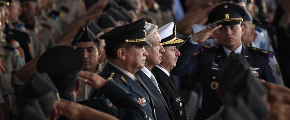 De AMLO a las Fuerzas Armadas, insólitos premios